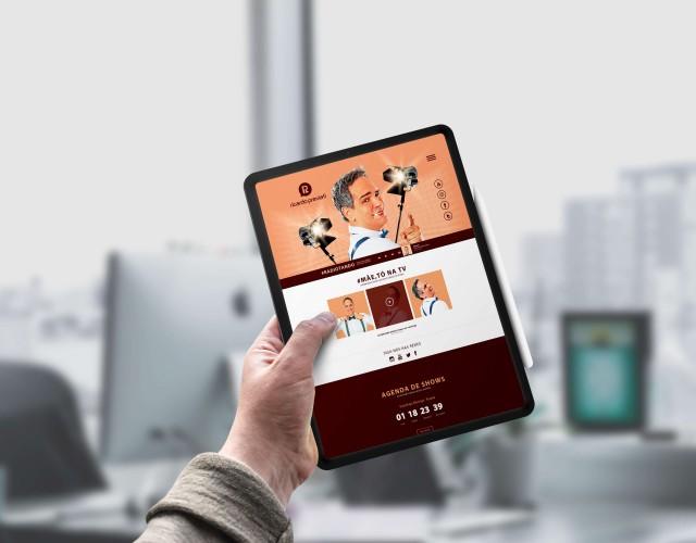 iPad Pro-In-Hand-Mockup